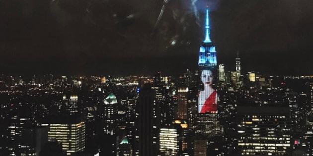 Le portrait de Kendall Jenner projeté sur l'Empire State Building à New York