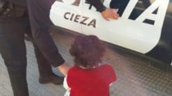 La Policía de Cieza encuentra a una niña de dos años caminando sola por la