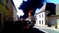 Les images impressionnantes de l'incendie qui a ravagé une usine en