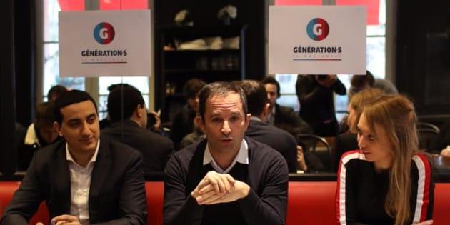 Benoît Hamon a présenté l'organigramme de son mouvement entouré de ses porte-parole Ali Rabeh et Aurore Lalucq.
