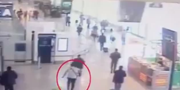 Les premières images de l'attaque de Ziyed Ben Belgacem à Orly filmées par la vidéosurveillance de l'aéroport