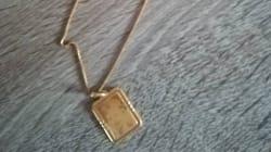 Une maman lance un appel sur Facebook pour retrouver le bijou volé de sa défunte fille, les cambrioleurs le lui