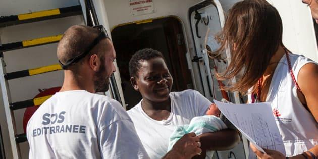 Cette réfugiée a accouché en pleine mer, et son histoire mérite d'être connue de tous.