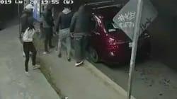 VIDEO: Grupo de criminales roba auto a familia a punta de pistola en