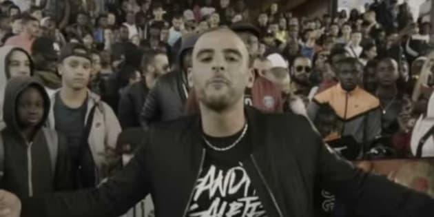 """Le rappeur Fianso dans le clip """"Pégase""""."""