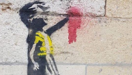 Les gilets jaunes soutenus par Banksy? Certains s'interrogent face à ce