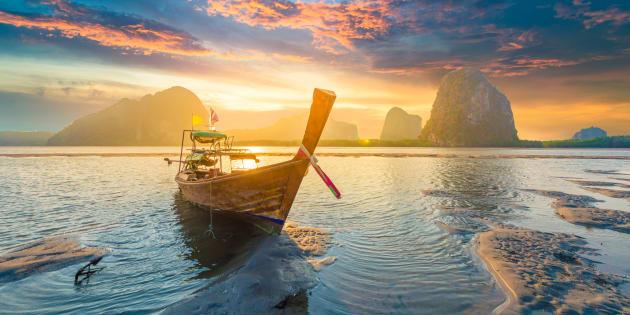 Atardecer en una playa de Tailandia.