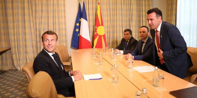 El presidente de Francia, Emmanuel Macron, en un encuentro con el primer ministro de Macedonia, Zoran Zaev, esta mañana en Sofía.