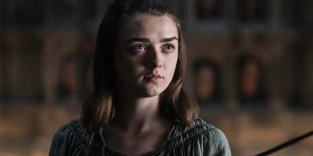 """À force de répéter qu'elle est """"No one"""" dans """"Game of Thrones"""", Maisie Williams se l'est fait tatouer."""