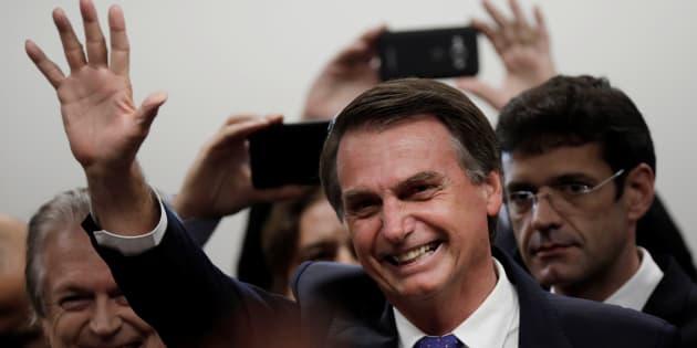 Para viabilizar candidatura à Presidência, Jair Bolsonaro se filia ao PSL.