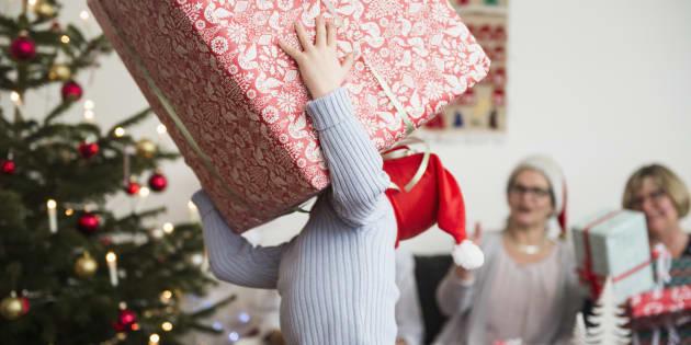 5 astuces pour mieux profiter de l'ouverture des cadeaux avec vos enfants à Noël (image d'illustration)