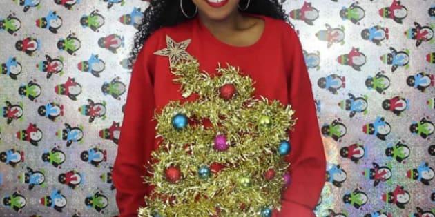 Les pulls moches de Noël sont devenus un tel phénomène, qu'ils sont devenus branchés.