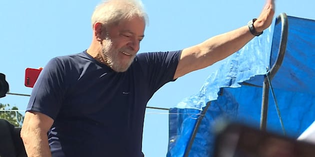 O ex-presidente Lula discursou neste sábado (7) em frente ao Sindicato dos Metalúrgicos do ABC.