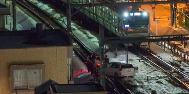 JR高崎線の線路内に侵入した乗用車(highswimmyさん提供)