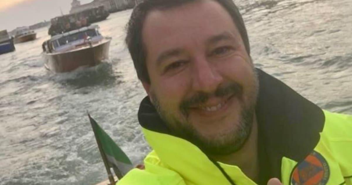 """Il selfie di Salvini a Venezia scatena l'ira social dei veneti. Ma lui ribatte: """"Me ne frego, penso agli italiani e continuo a lavorare"""""""
