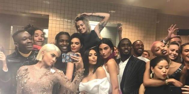 Le selfie toilettes de Kylie Jenner.