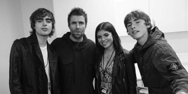Sur cette photo publiée sur Instagram, Liam Gallagher pose avec sa fille et ses deux fils.