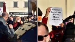 Meloni contestata a Livorno: contro di lei anche una bottiglietta di