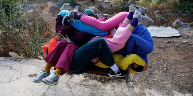 """Les danseurs participent au """"Bodies in Urban Spaces""""."""