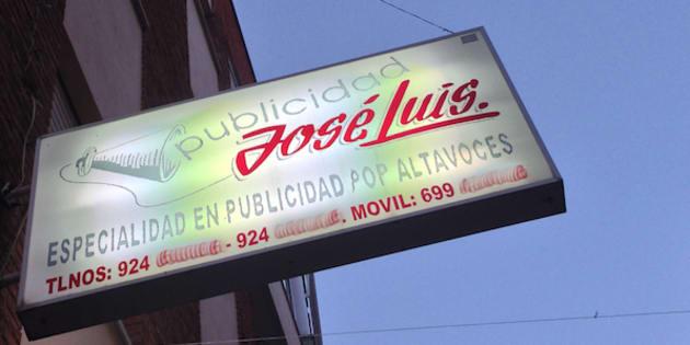 Un cartel publicitario en Almendralejo.