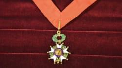 Pour sa 1ère promotion de la Légion d'honneur, Macron a distingué 5 fois moins de personnalités que