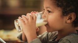¿Cuánta leche le debes dar a tus hijos? Expertos