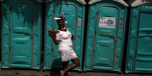 Foliã no Rio de Janeiro dá a dica: use banheiro químico.