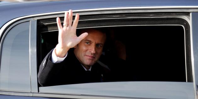 Des gilets jaunes perturbent une visite de Macron — Créteil