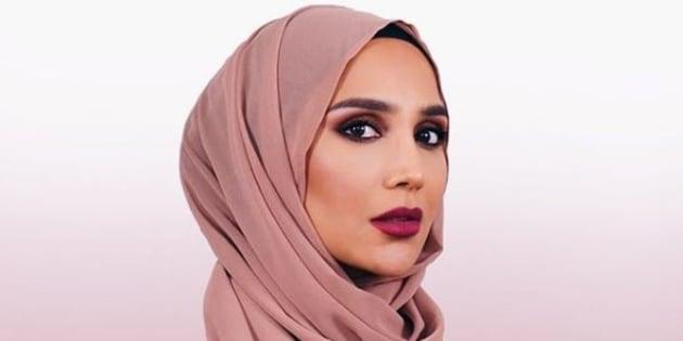La mannequin voilée Amena Khan renonce à une campagne de L'Oréal après des propos polémiques