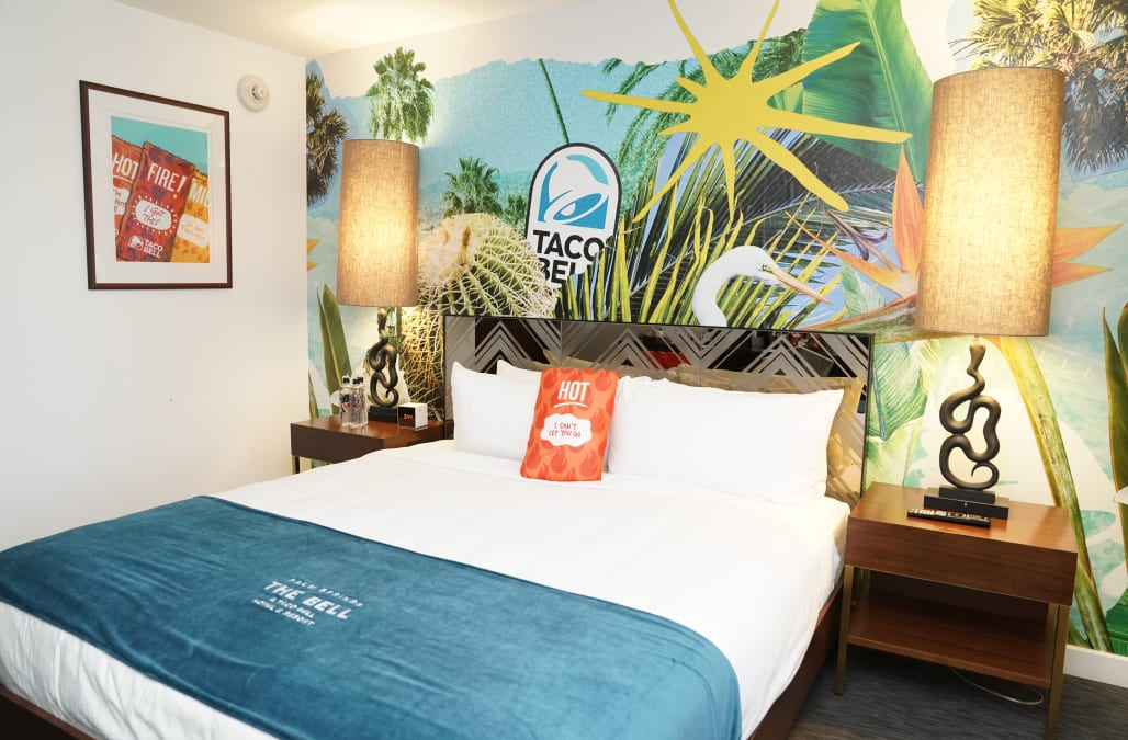 Take A Tour Of Taco Bell S Epic Hotel In Palm Springs