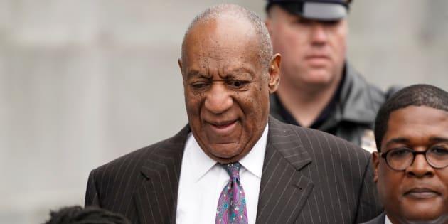 """Au procès de Bill Cosby pour agression sexuelle, son avocat traite la victime présumée d'""""escroc""""."""