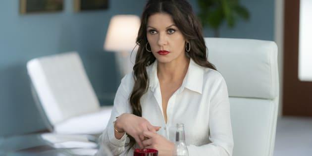 "Em ""Queen America"", Catherine Zeta-Jones interpreta Vicki Ellis, uma impiedosa treinadora de misses."