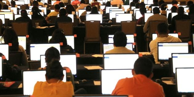 La Secretaría de Educación Pública informó que 990 maestros de educación básica y media superior, del estado Guerrero y de la Ciudad de México, presentaron la Evaluación de Desempeño Docente.
