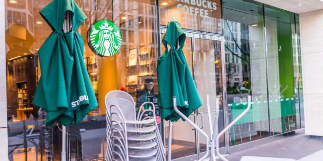 La empresa decidió cerrar las tiendas para dar un taller a sus empleados sobre un tema que ha generado polémica en torno a la marca.