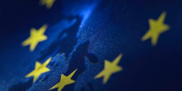 Italiani anti-Ue, ma pro-euro: solo il 44% vuole restare nell'Unione