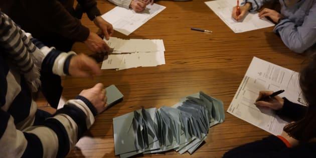 A cause d'une participation trop faible, les candidats qui ont fait plus de 50% doivent tout de même faire un second tour.