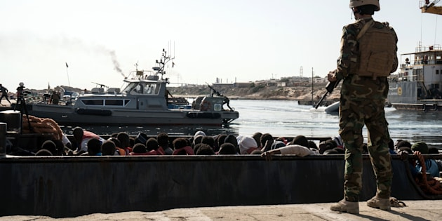 """I libici impongono il """"pizzo"""" sui salvataggi. Le Ong minacciate e taglieggiate per le attività nel Mediterraneo"""