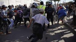 Des centaines de migrants de la caravane tentent de franchir la frontière américaine à