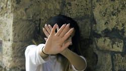 Legata a una brandina col cavo del telefono e violentata per 24 ore. Liberata grazie a un messaggio su