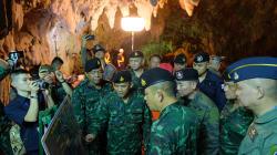 Un foro nella roccia per entrare dall'alto. L'ultimo disperato tentativo di salvare i ragazzi intrappolati nella grotta di Th...