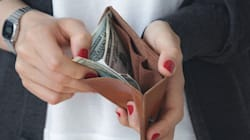 """『三つ折り財布』ブームの背景を探る!荷物の小型化が、""""お金との付き合い方""""も変えた?"""