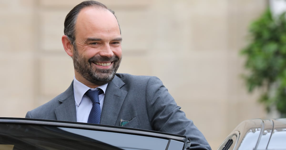 edouard philippe raconte sa rencontre avec macron allong dans la voiture avec une couverture. Black Bedroom Furniture Sets. Home Design Ideas