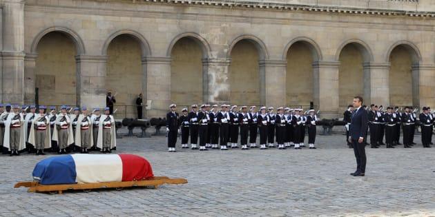 Emmanuel Macron aux Invalides lors de l'hommage au colonel Fred Moore.