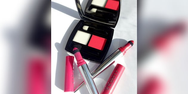 Lip powder is lipstick in a powder form, offering a different finish and feel than classic creams, liquids and stains.