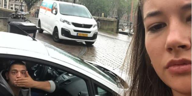 Amsterdam: la molestano e lei si scatta selfie con loro