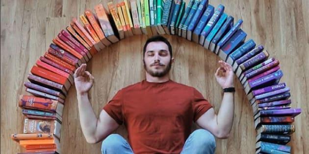 Les photos de ce lecteur parleront à tous les amoureux des livres.