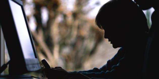 Un niño usa un ordenador en clase, en una imagen de archivo.