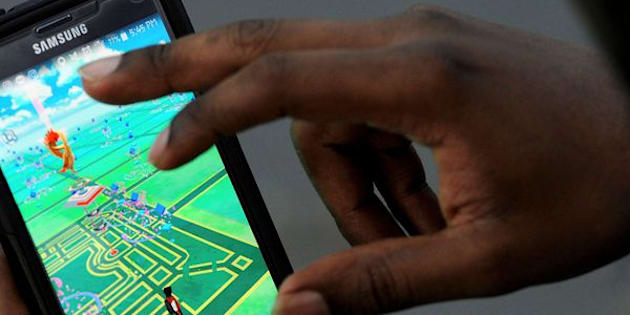"""A virtual map of Bryant Park is displayed on the screen as a man plays the augmented reality mobile game """"Pokemon Go"""" by Nintendo in New York City, U.S. July 11, 2016. REUTERS/Mark Kauzlarich/File Photo"""