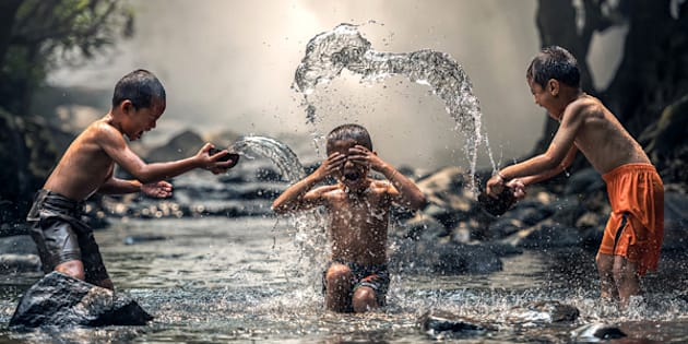 https://pixabay.com/en/as-children-river-enjoy-water-1822704/
