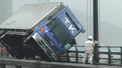 台風21号、瀬戸大橋で大型トラックが横転… ムーディ勝山らが現場に遭遇